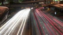 فوتیج ویدیویی تایم لپس سرعت خودروها در اتوبان
