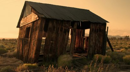 فوتیج تایم لپس از یک خانه قدیمی در صحرا