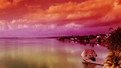 فوتیج تایم لپس از حرکت ابرها روی دریاچه