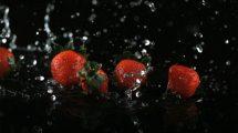 فوتیج اسلوموشن افتادن توت فرنگی در آب