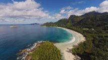 فوتیج هوایی از حرکت روی جزیره استوایی