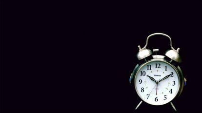 فوتیج ویدیویی اسلوموشن خرد شدن ساعت