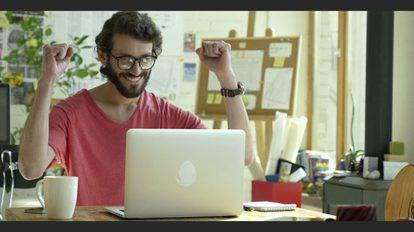 فوتیج ویدیویی مردی خوشحال با انرژی مثبت Positive Emotions