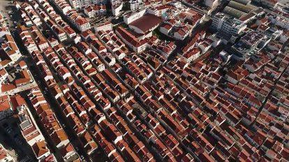 فوتیج ویدیویی هوایی حرکت از روی فضای شهری