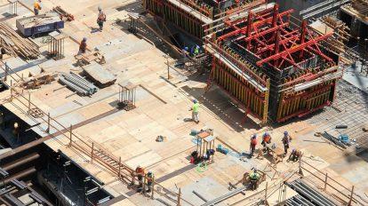 فوتیج تایم لپس کارگران در ساخت و ساز
