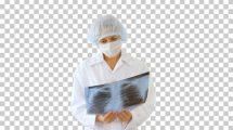 فوتیج پزشک با ماسک در حال بررسی تصویر سیستم تنفسی