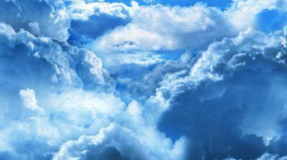 ویدیوی موشن گرافیک پرواز در ابرهای آبی آسمان